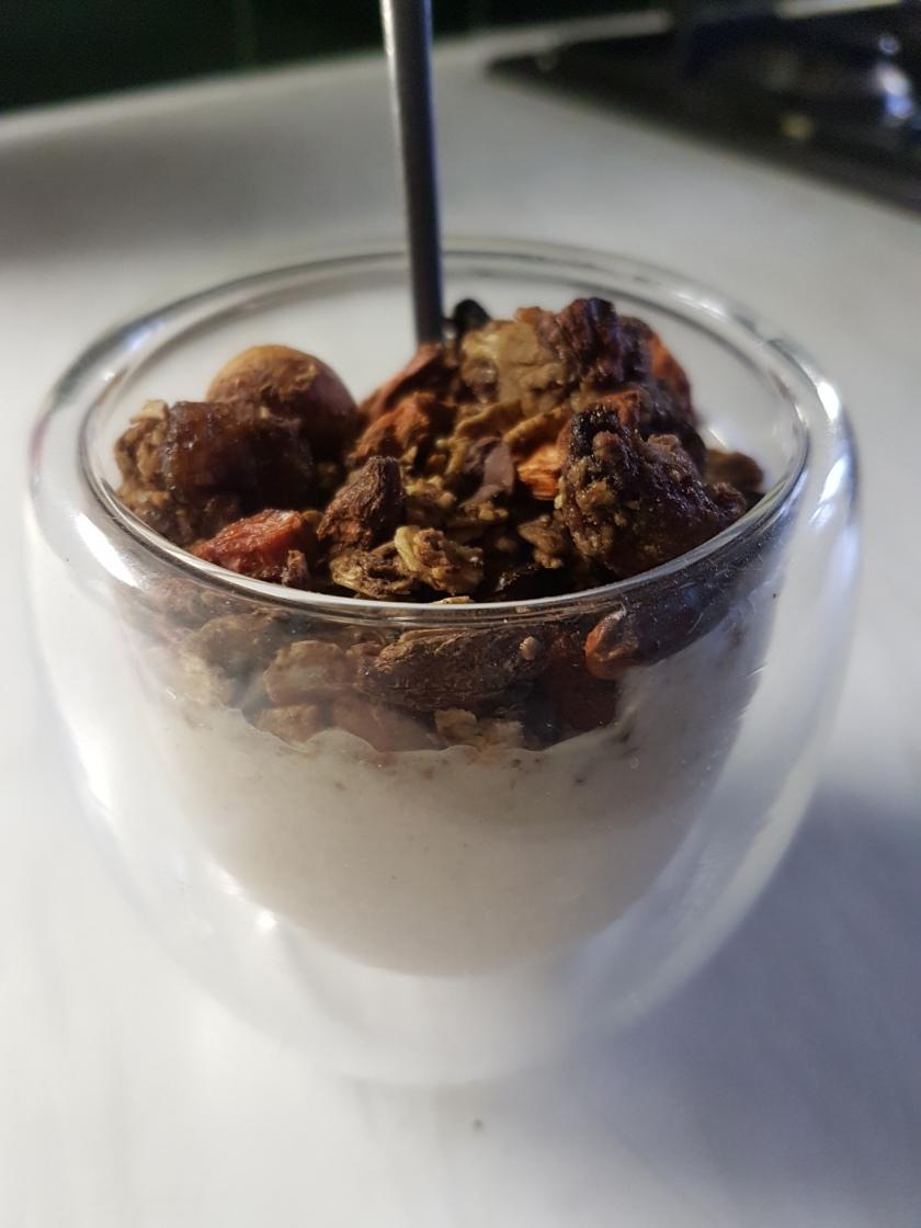 granola-with-banana-cream
